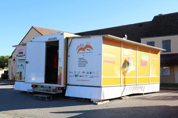 35 m2 d'appartement modèle pour personnes âgées et aidants étaient installés place de la mairie à Fontaines